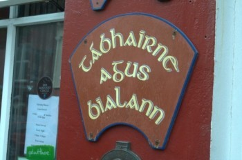 Tábhairne agus Bialann - Irish language